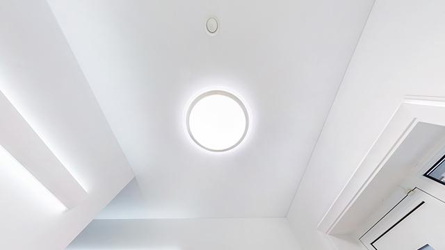 LED-Seinävalo Noxion katossa